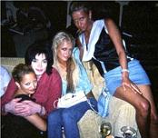Michael Jackson, con las hermanas Hilton y Nicole Richie