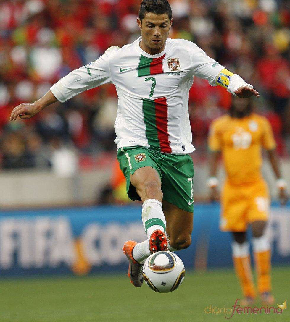 Cristiano Ronaldo es el dueño del balón en el Mundial 2010