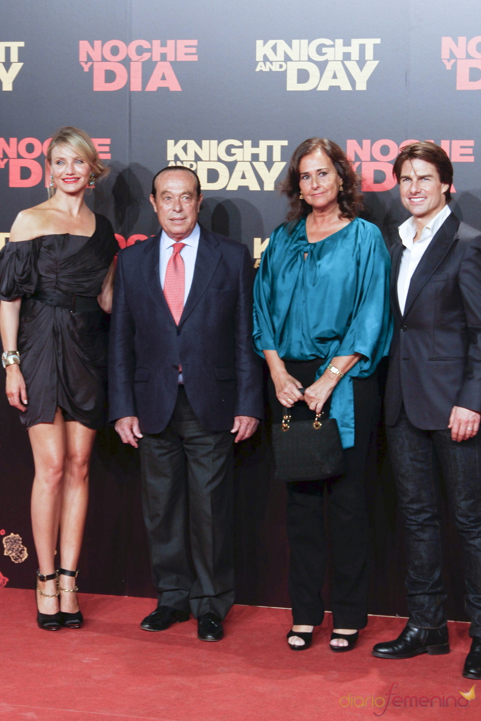 Tom Cruise y Cameron Diaz posan con Curro Romero y Carmen Tello