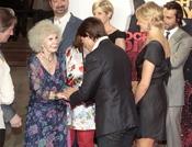 La duquesa de Alba saluda a Tom Cruise