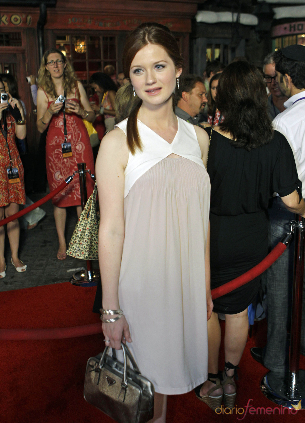 Bonnie Wright en el parque temático de 'Harry Potter'