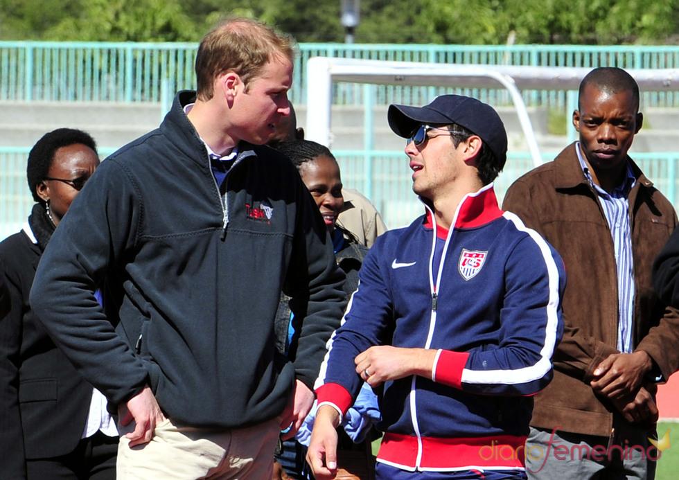 Guillermo de Inglaterra y Joe Jonas coinciden en un partido