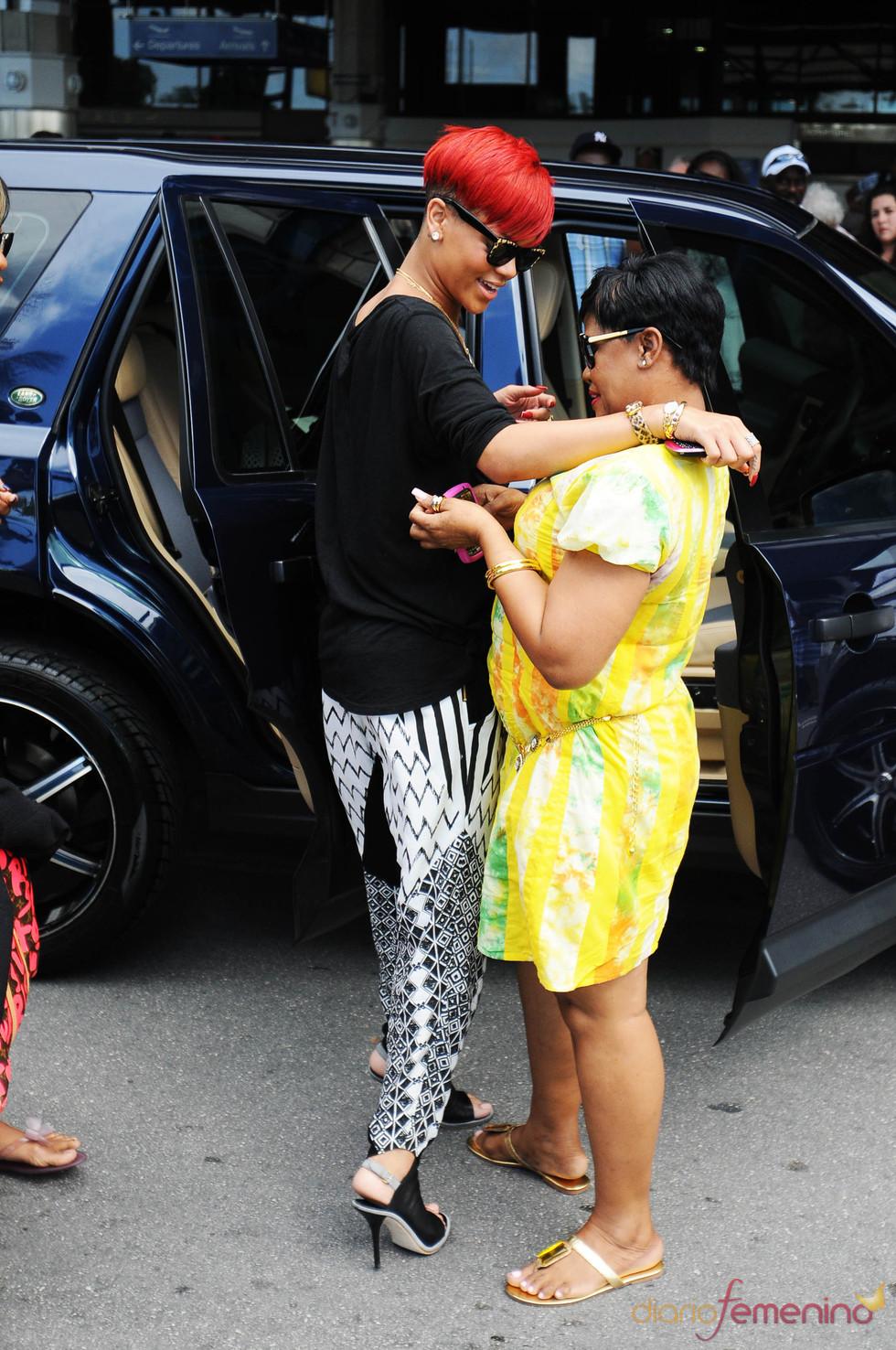 Rihanna se reúne con su madre en Barbados