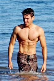 Zac Efron en bañador en Hawaí