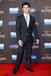 Taylor Lautner muy elegante en el estreno de 'Eclipse' en Roma