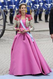 La Infanta Elena, en la boda de Victoria de Suecia