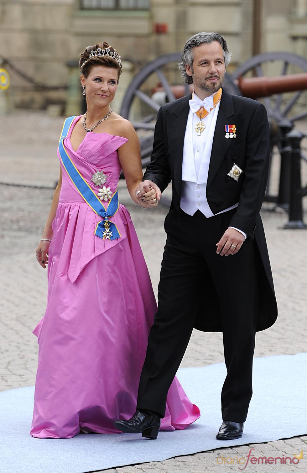 Marta Luisa de Noruega y Ari Behn en la boda de Victoria de Suecia