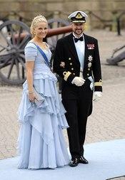 Mette Marit y Haakon de Noruega en la boda de Victoria de Suecia