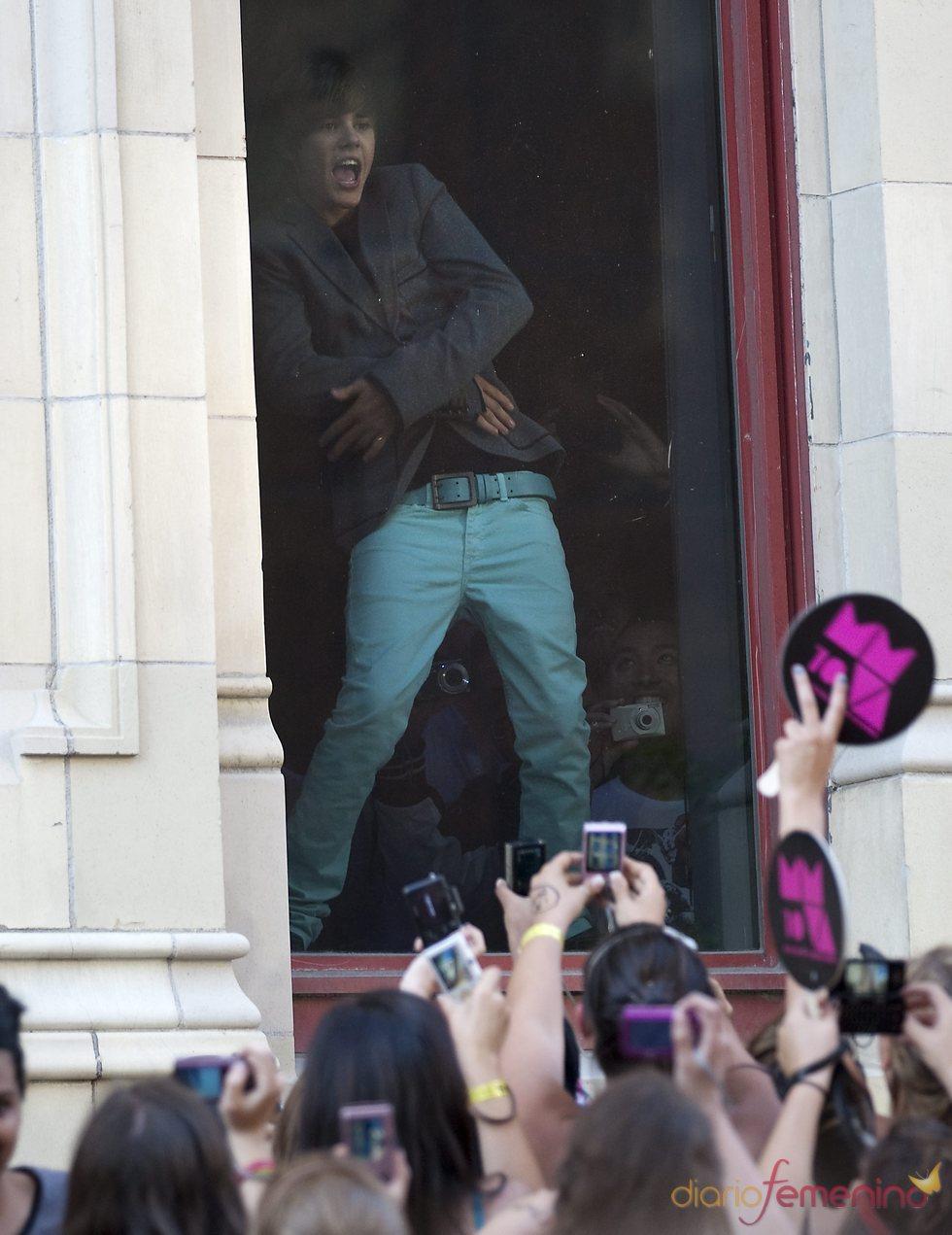 Justin Bieber baila para las fans en Toronto