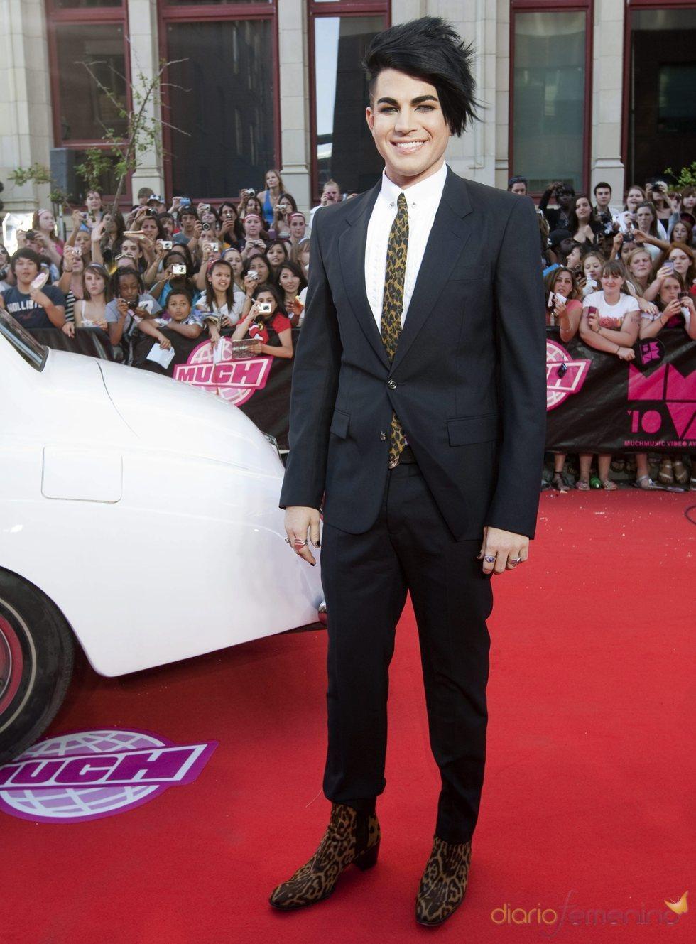Adam Lambert posa en los premios MuchMusic