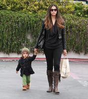 Camila Alves viste a Levi McConaughey con estilo