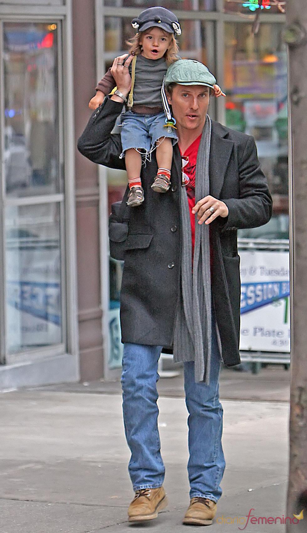Levi, a hombros de  Matthew McConaughey