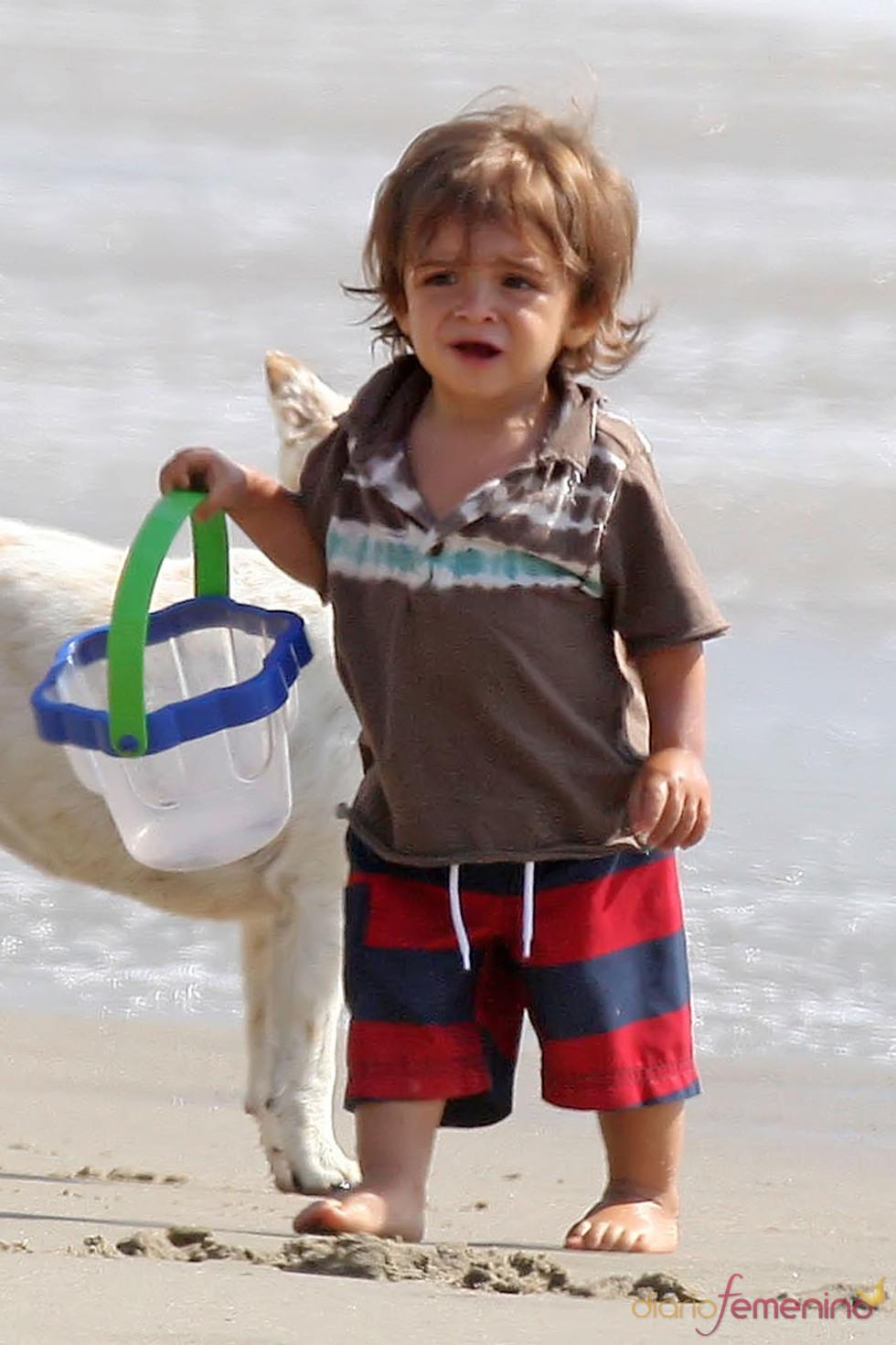 Levi McConaughey en la playa