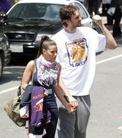 Pau Gasol y Silvia López tras el trriunfo de los Lakes en la NBA
