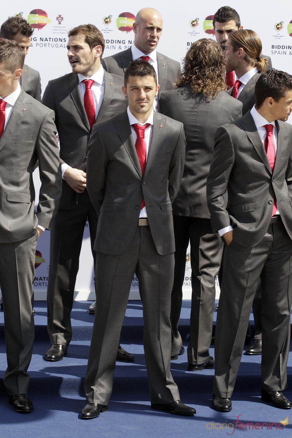 David Villa con traje de chaqueta y corbata