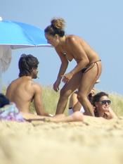 Hugo Silva con amiga en topless