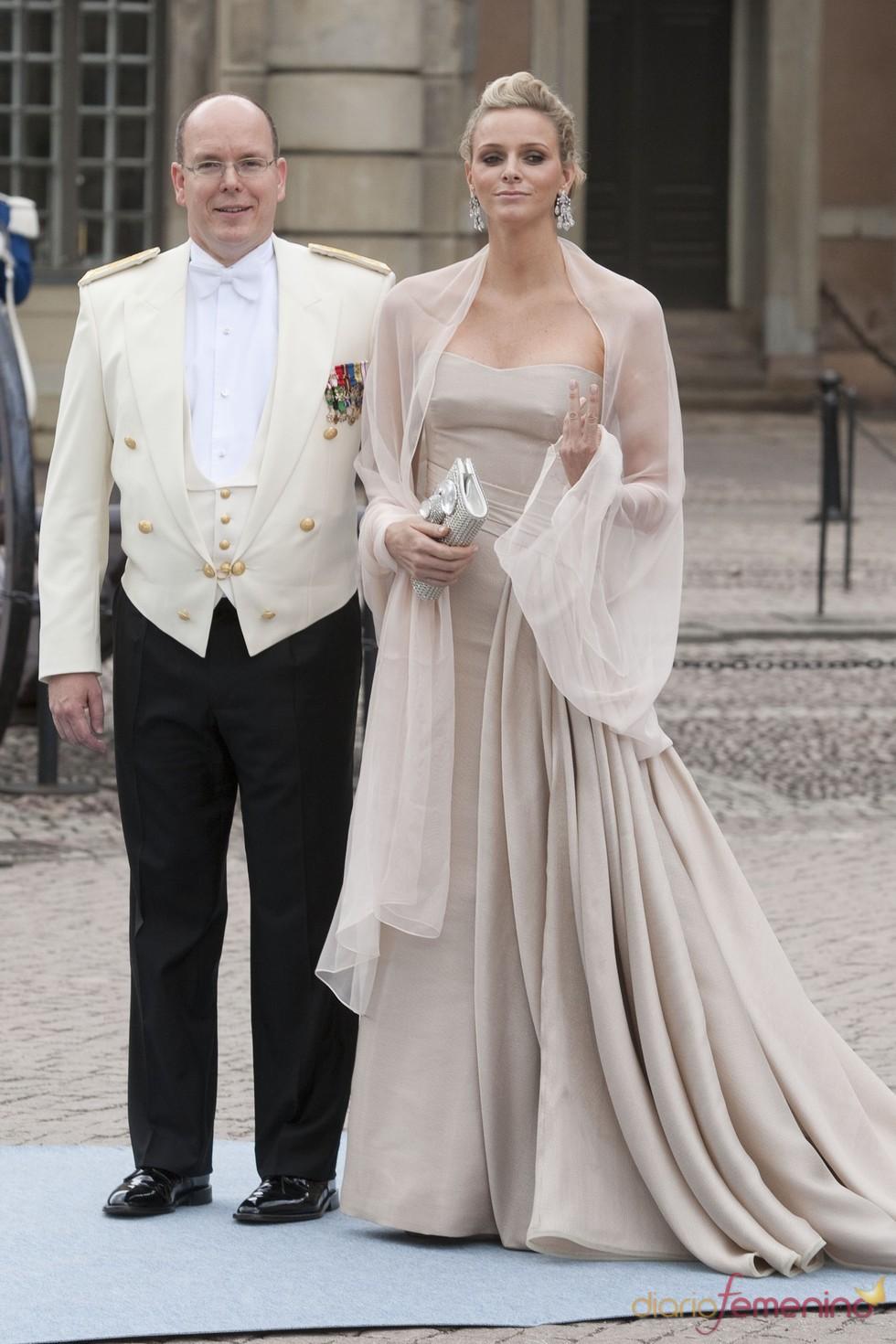 Alberto de Mónaco y Charlene Wittstock en la boda de Victoria de Suecia