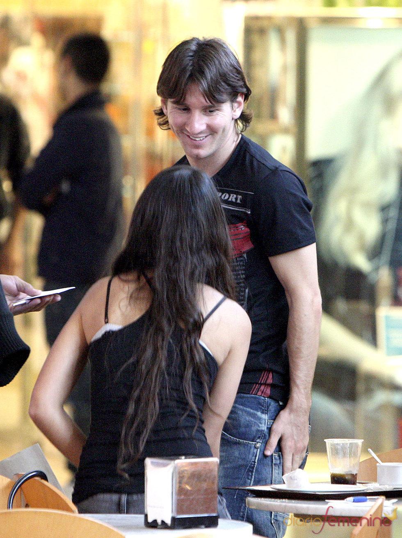Mirada de amor de Messi a su novia Antonella