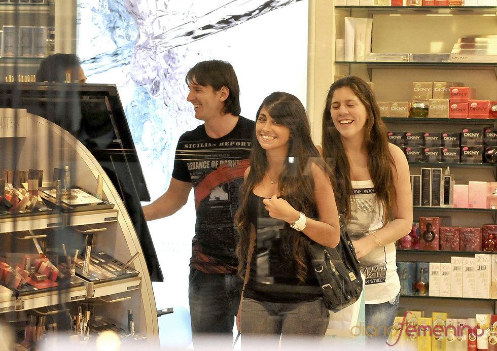 Messi junto a su novia Antonella Rocuzzo