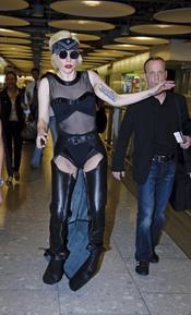 Lady Gaga pierde el equilibrio