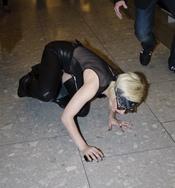Lady Gaga se cae