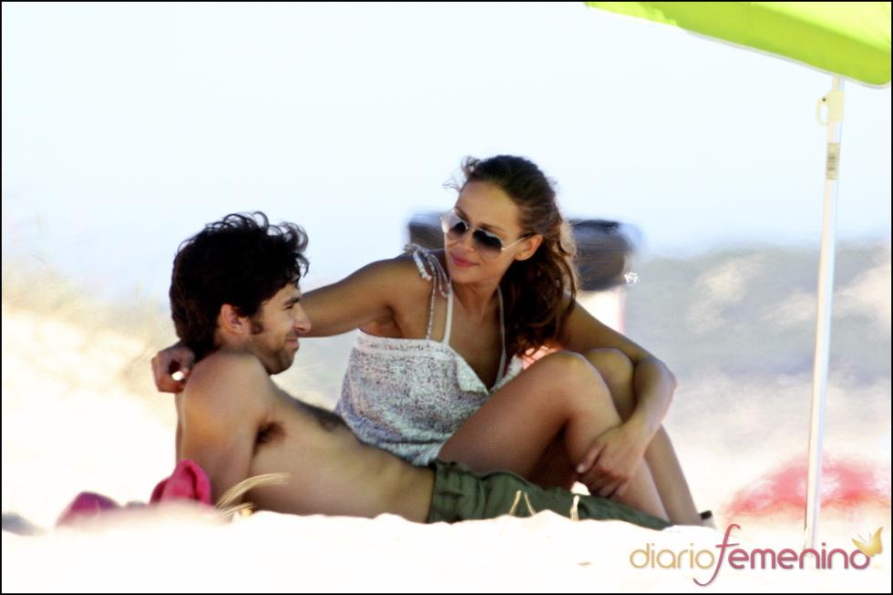 Eva González y Cayetano Rivera, juntos en la playa
