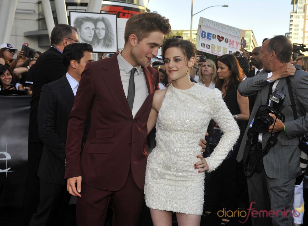 Robert Pattinson y Kristen Stewart, acaramelados en el estreno de 'Eclipse'