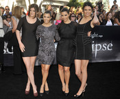 Posado de Kylie y Kendall Jenner, y Kourtney y Kim Kardashian