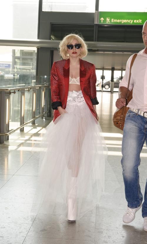 Lady Gaga con sus vestimentas más exóticas.