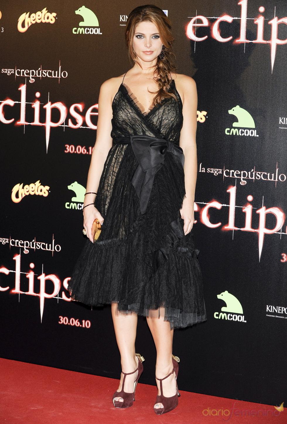 Ashley Greene con vestido corto negro