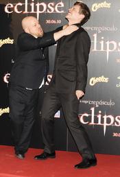 David Slade y Xavier Samuel bromean en Madrid
