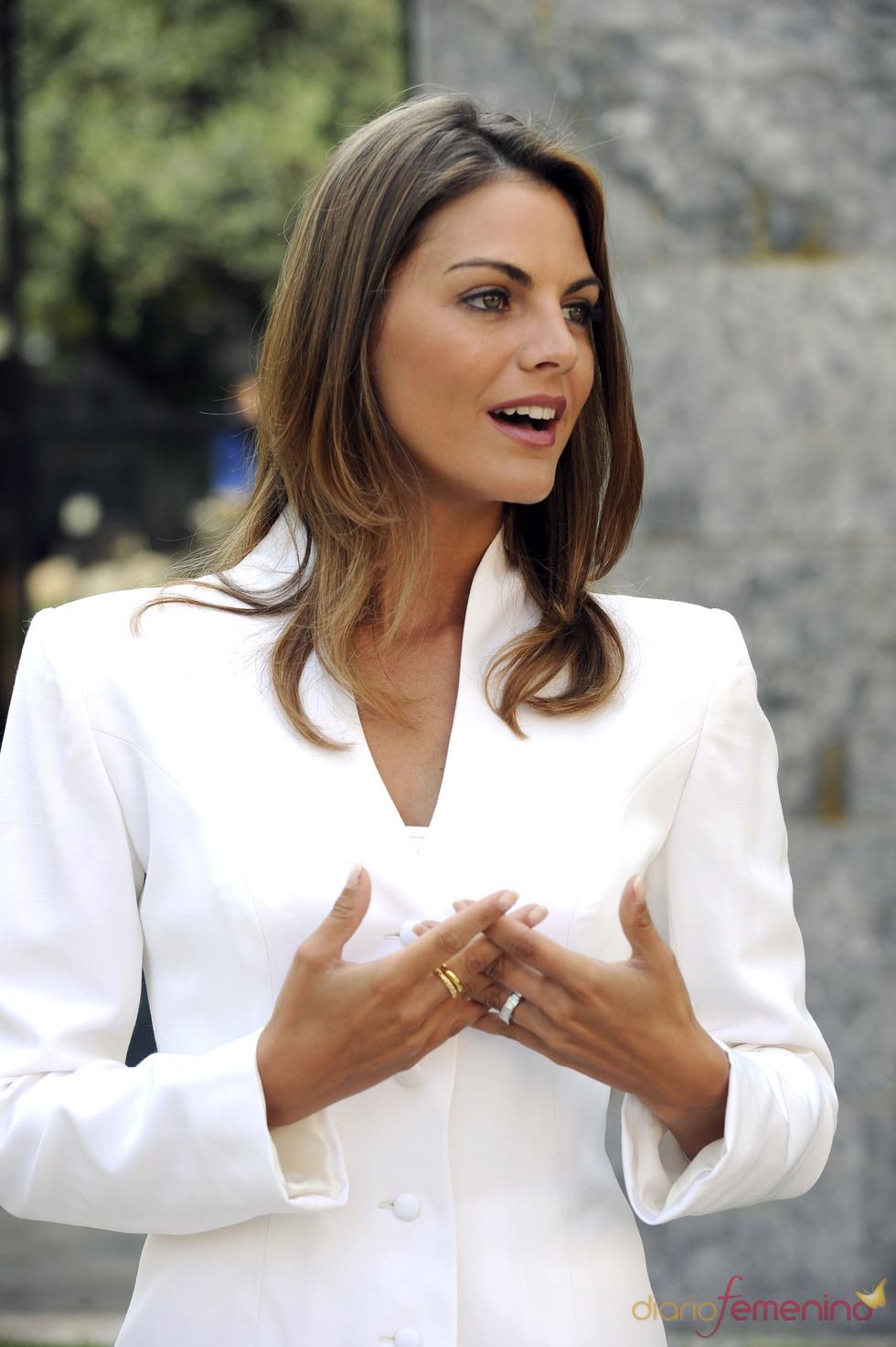 Amaia Salamanca emula los gestos de doña Letizia
