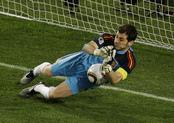 Íker Casillas para el penalti de Paraguay