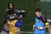 Sara Carbonero e Íker Casillas en el partido contra Paraguay