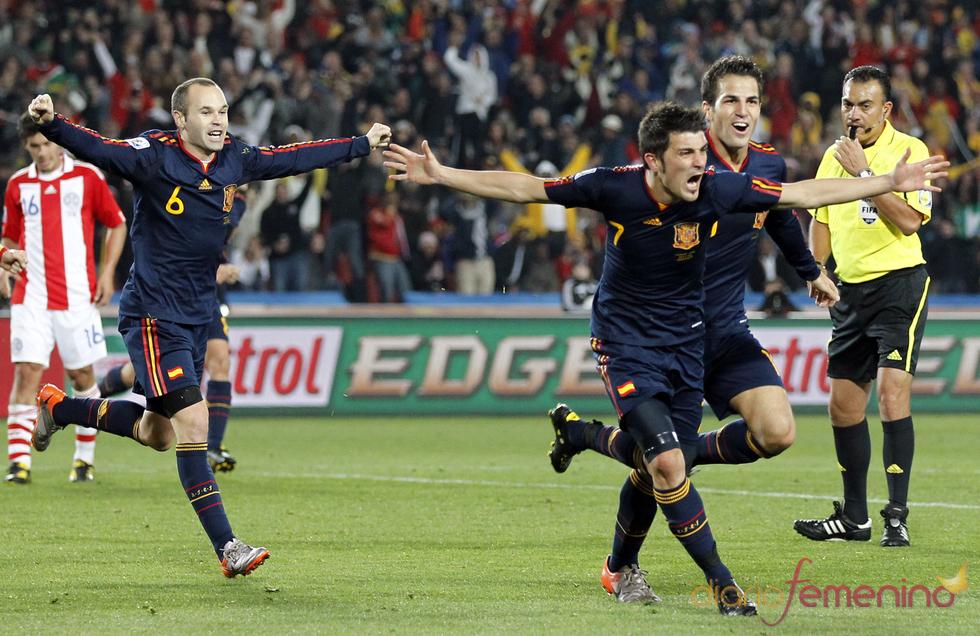 Villa y Fábregas celebran en el Mndial 2010