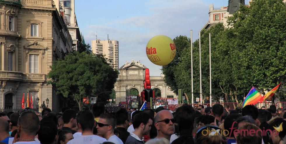 La Puerta de Alcalá durante el Orgullo Gay 2010