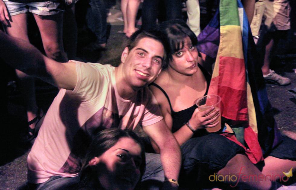 Jóvenes descansan durante el Orgullo Gay 2010