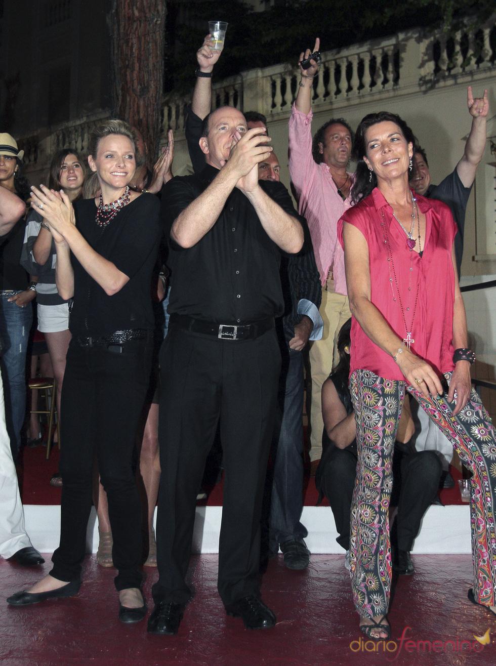 Estefanía, Alberto de Mónaco y Charlene Wittstock, de fiesta