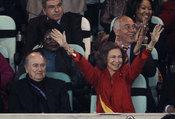La Reina Sofía celebra el gol de Puyol contra Alemania