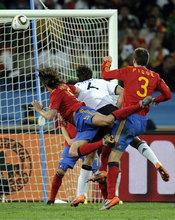 Puyol marca el único gol de España contra Alemania