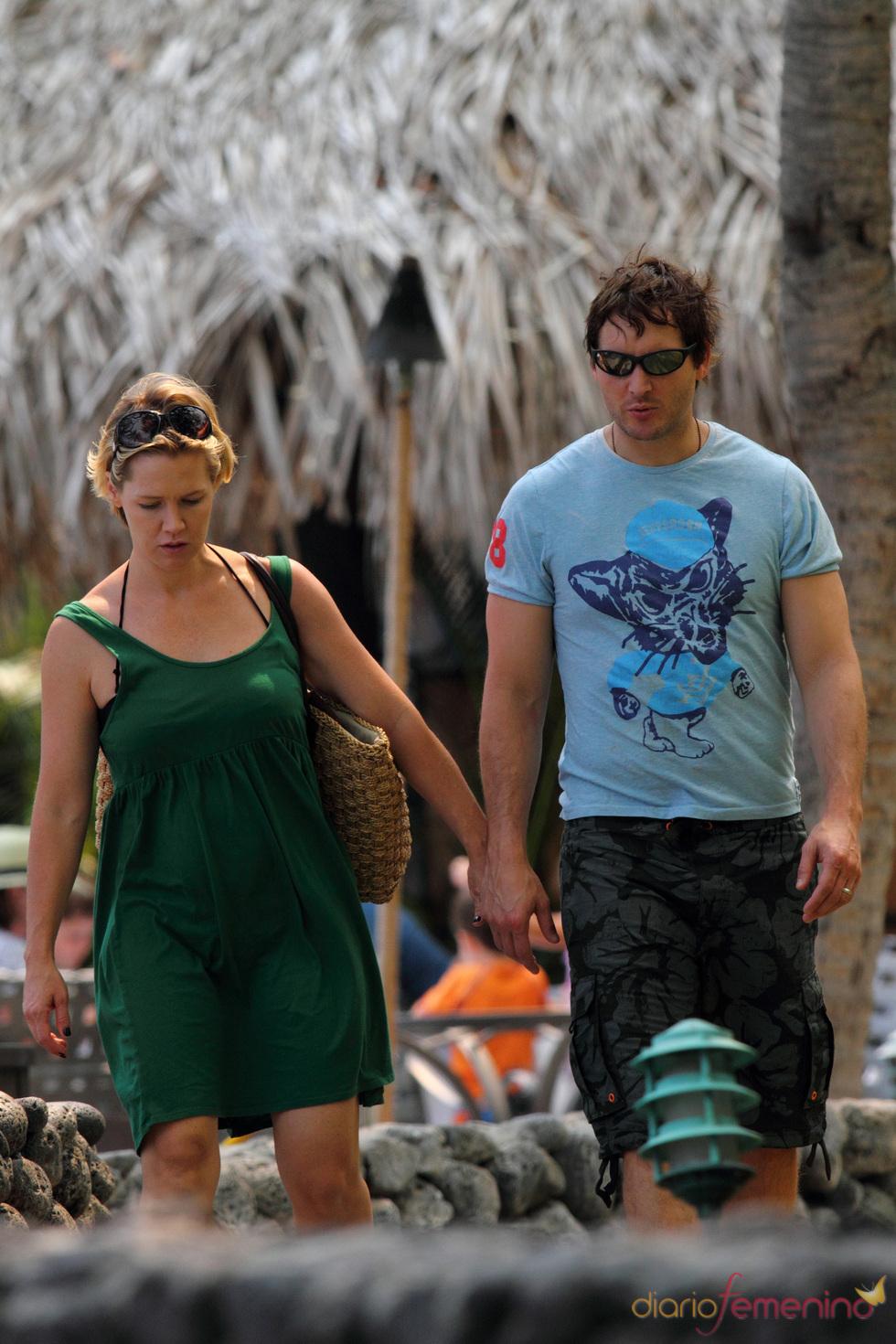 Peter Facinelli y Jennie Garth en Hawaii
