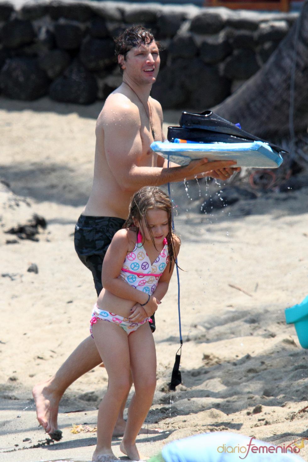 Peter Facinelli con su hija de vacaciones