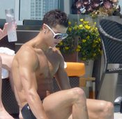Cristiano Ronaldo con la piel bronceada