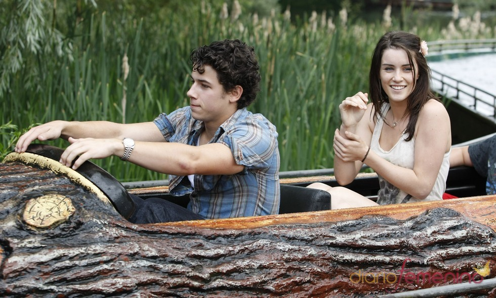 Nick Jonas con Lucie Jones