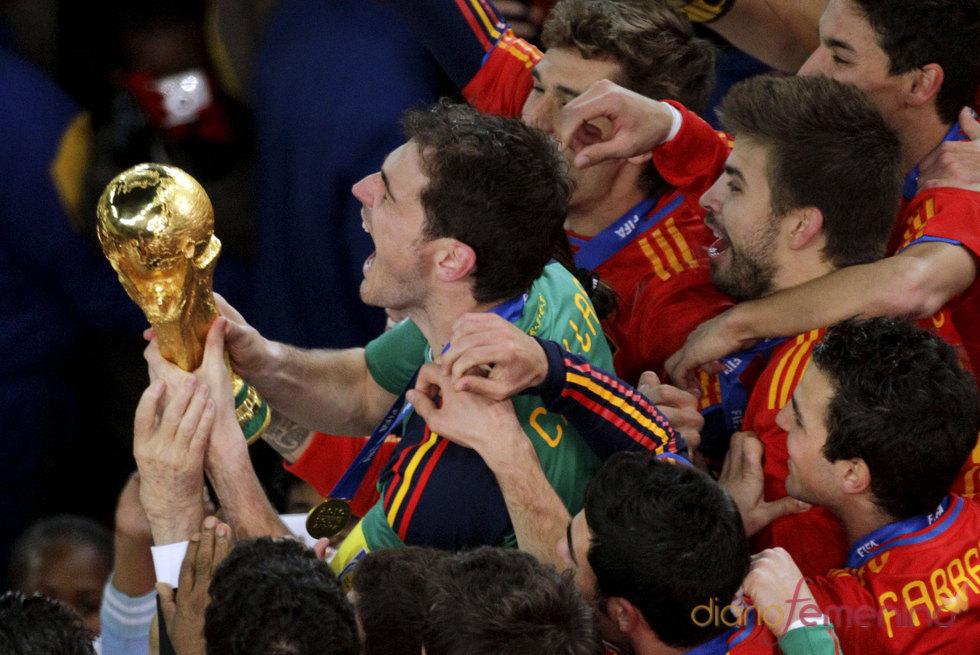 El capitán Iker Casillas con la Copa del Mundo