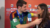 Iker Casillas besa a Sara Carbonero tras la final del Mundial 2010