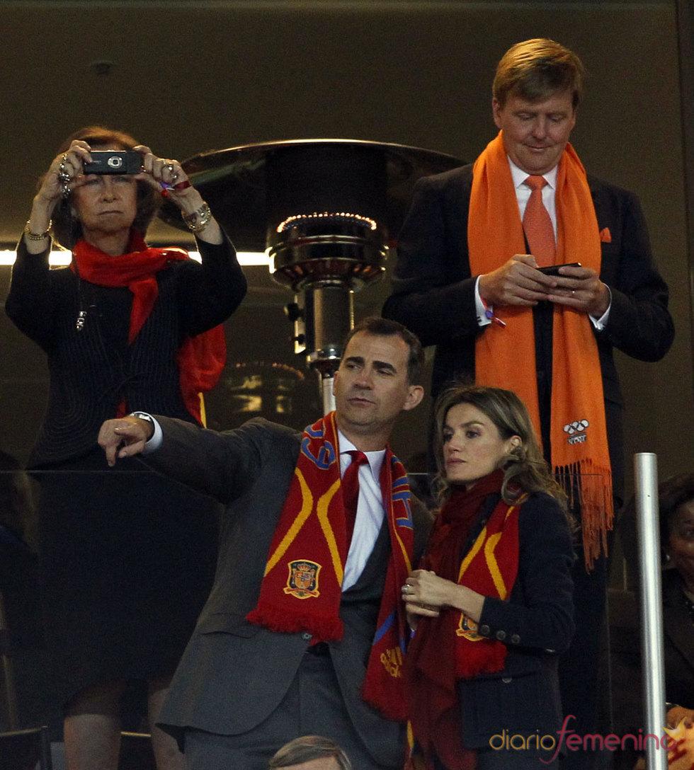 Letizia Ortiz y Felipe de Borbón en la final del Mundial