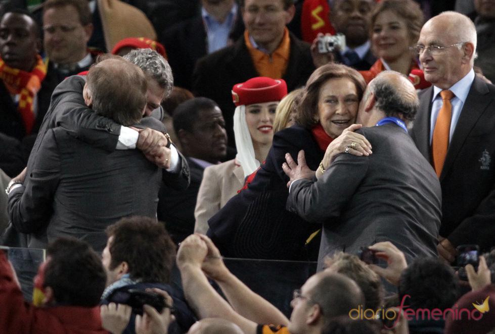 La reina Sofía felicita a Vicente del Bosque