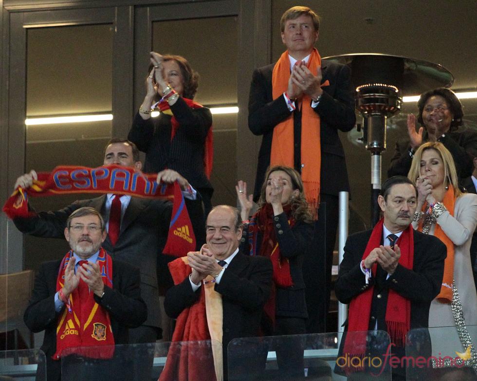 Felipe, oña letizia y la reina Sofía, con 'La Roja' en la final del Mundial