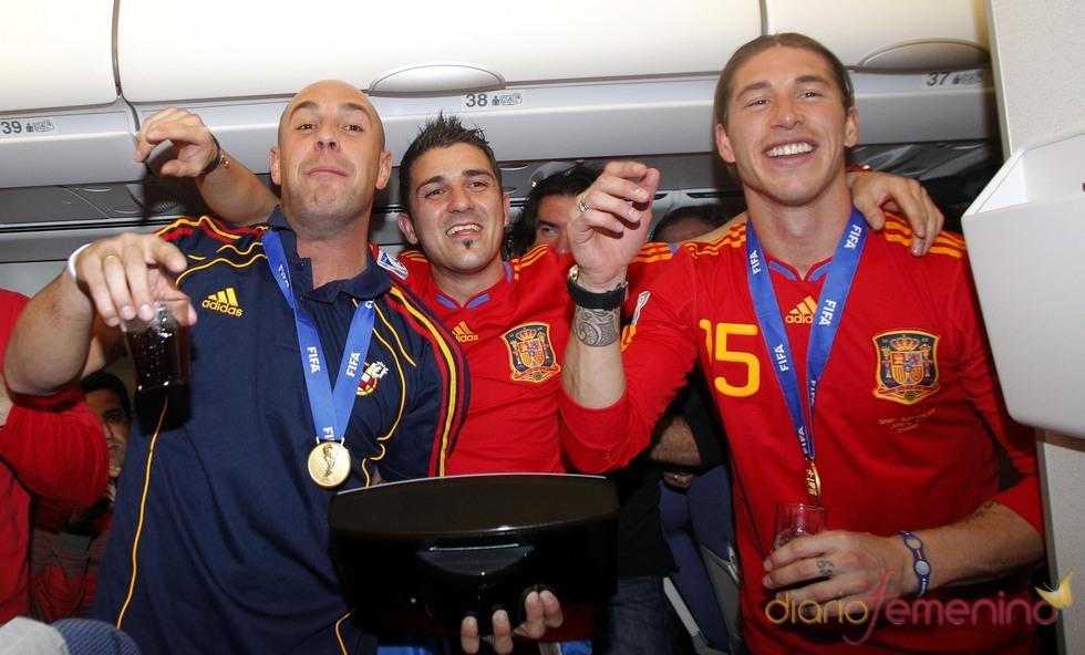 La selección española regresa a casa con la copa del mundo